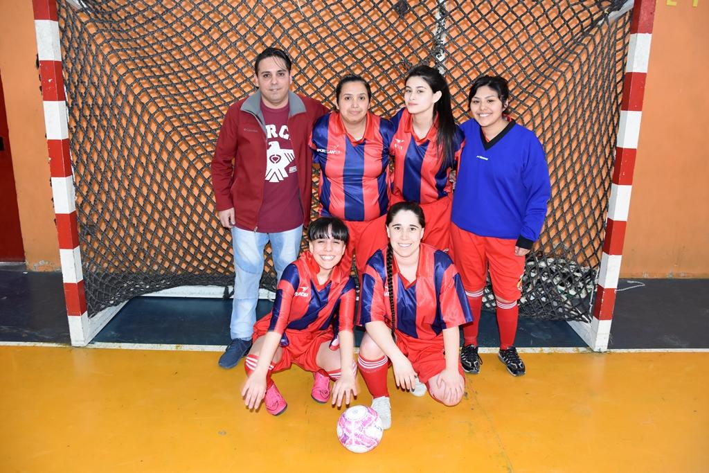 El equipo de New-Man rojo, categoría primera división.